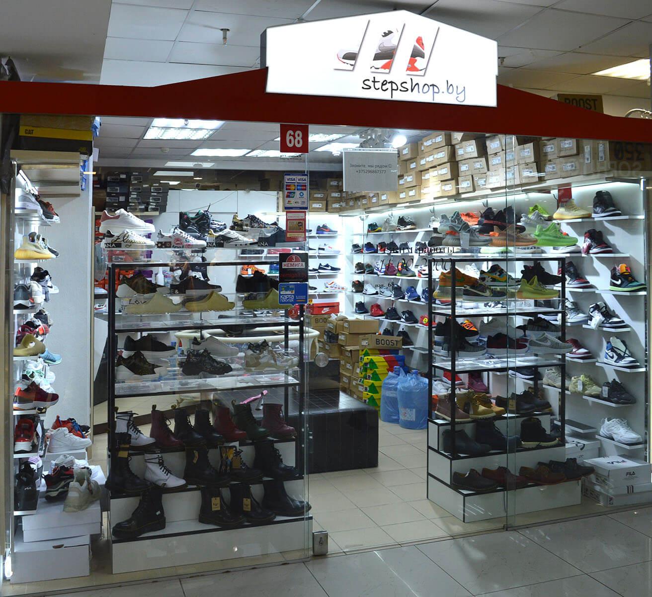 «StepSHOP» - магазин спортивной обуви на 1 этаже в павильоне №68 в Торговом Центре «Немига 3»