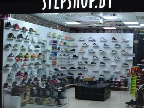 StepSHOP - магазин спортивной обуви на 3-м этаже в павильон №7