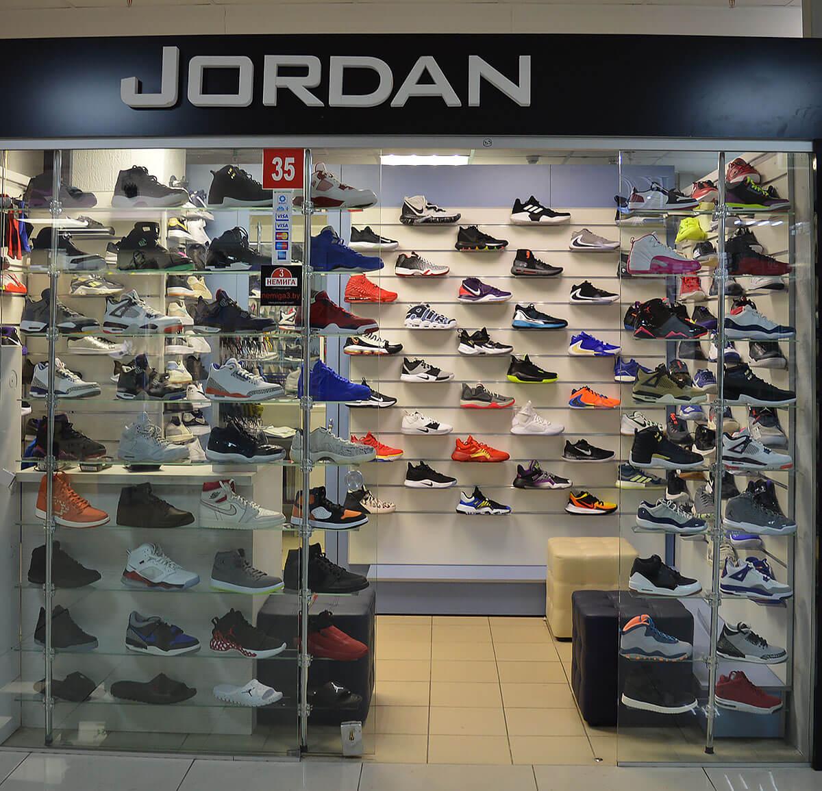 Jordan - спортивная обувь на 1-м этаже в павильоне №35 в Торговом Центре «Немига 3»