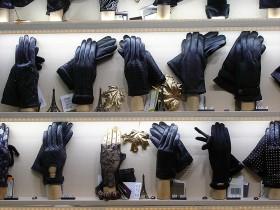 Перчатки  в магазине «Sun Tropes»