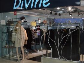 «DIVINE furs» - меховой бутик на 1 этаже в павильоне №93 в Торговом Центре «Немига 3»